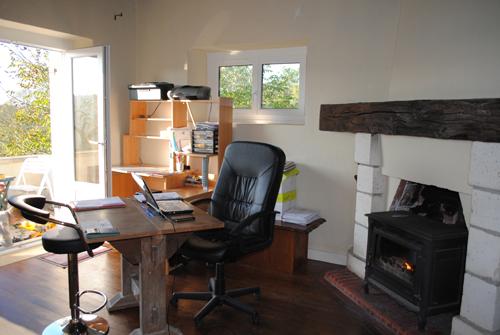 bureau de travail a la maison. Black Bedroom Furniture Sets. Home Design Ideas